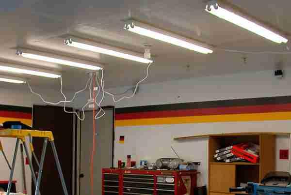 Best Fluorescent Lights for Garages