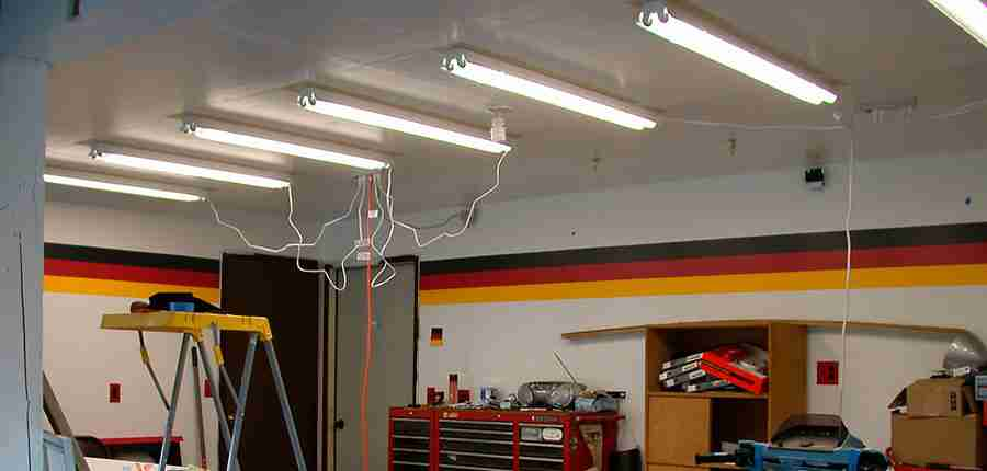 Best Fluorescent Lights for Garages