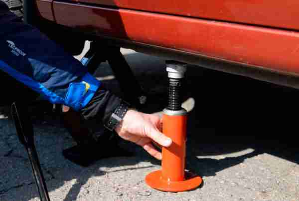 How to Use a Hydraulic Bottle Jack